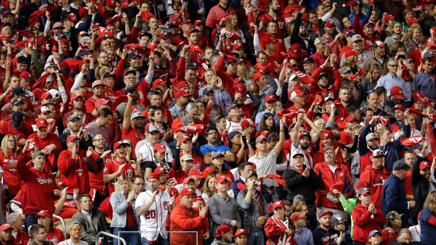 Torcedores do Washington Nationals durante a partida contra o Los Angeles Dodgers (AP Photo/Pablo Martinez Monsivais via Outra Cidade)